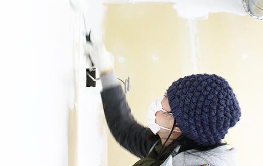 天井をどろんこになりながら自分たちで塗ったり!